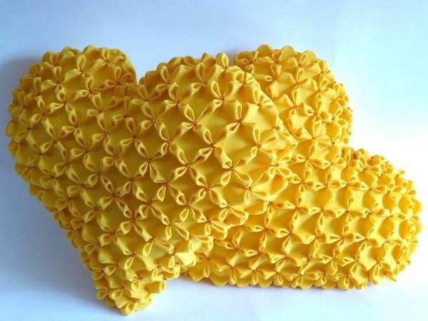 almofada dupla amarela coração capitonê
