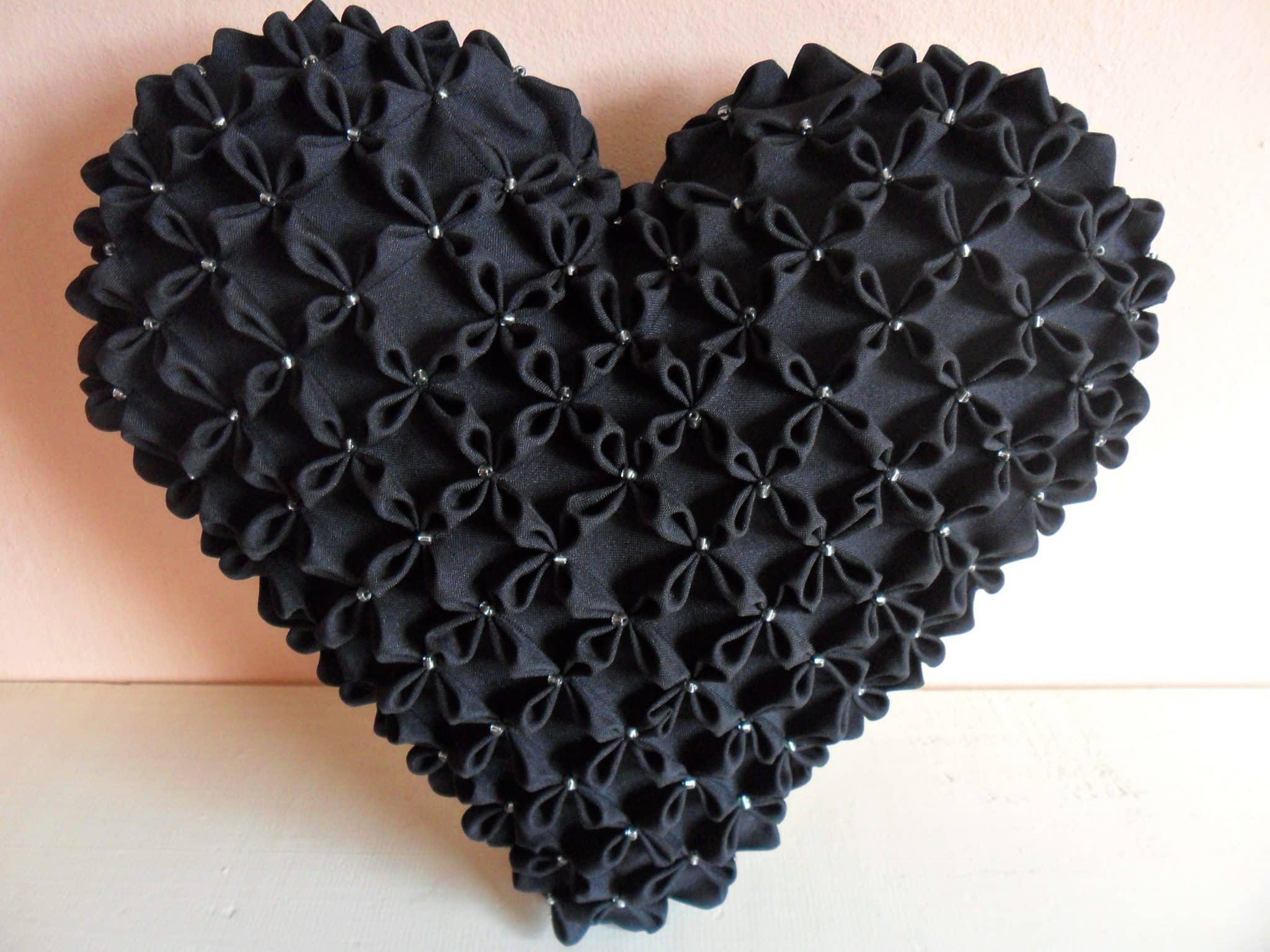 coração preto capitone almofada