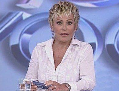 Ana-Maria-Braga-cai-da-cadeira--ao-vivo-Video-FOTO-392x300
