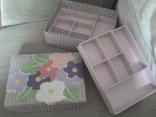 8050e7f3138 Caixas revestidas com tecido passo a passo - Artesanato Passo a Passo!