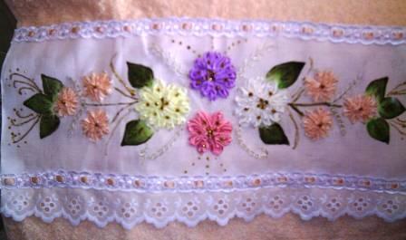 tutorial de confeccao de bordado com fitas em toalhas de mao