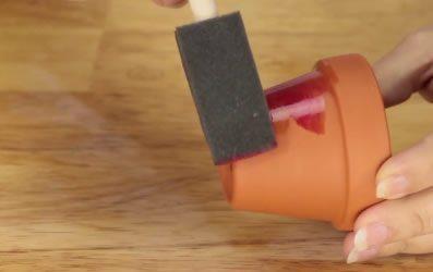 Como pintar um vaso de barro artesanato passo a passo for Como pintar jarrones de ceramica