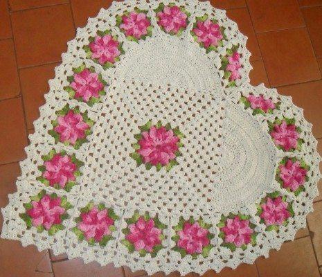 tapete de croche de coração com flores