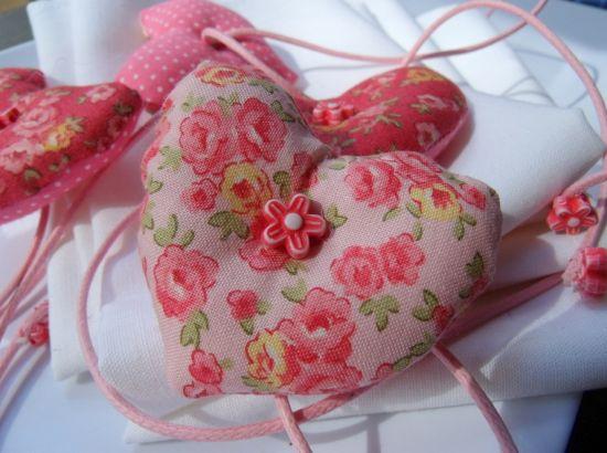 Este sache de coração para dia das mães é uma ótima opção de lembrancinha e pode ser usado também para presentear em outras datas (Foto: Divulgação)