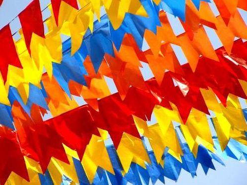 A bandeirinha para festa junina é um detalhe que não pode faltar no festejo caipira (Foto: Divulgação)