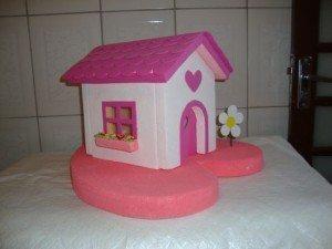 Esta casinha de isopor fica linda em festas de aniversário (Foto: Divulgação)