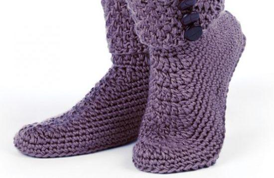 A bota de crochê é ultracharmosa e ainda aquece os pés (Foto  Divulgação) 86923b4beaf