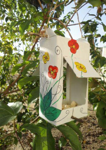 Faça este comedouro para passarinho e traga a natureza para mais perto de sua casa (Foto: Divulgação)