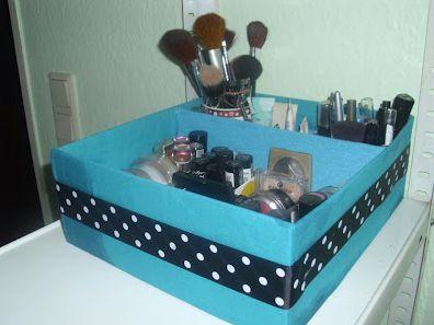 Esta caixa de maquiagem feita com caixa de sapato além de muito útil ainda é linda (Foto: Divulgação)
