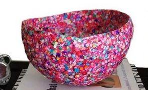 Este artesanato com confete é divertido de ser feito e de ser incorporado à decoração de seu lar (Foto: Divulgação)