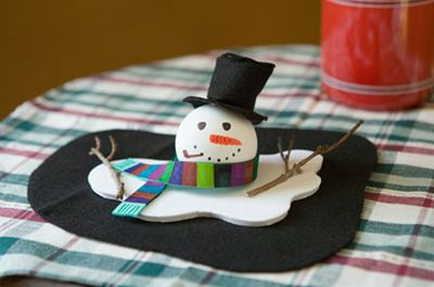 É muito fácil fazer este boneco de neve de isopor (Foto: Divulgação)