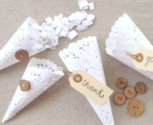 Estes cones de renda de papel podem ser usados como lembrancinhas em várias ocasiões (Foto: Divulgação)