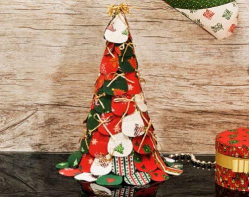 Esta árvore de Natal de tecido é muito fácil de ser feita (Foto: Divulgação)