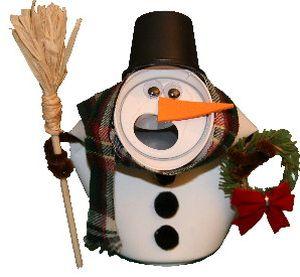 Este fofo boneco de neve com latinha é muito fácil de ser feito (Foto: Divulgação)