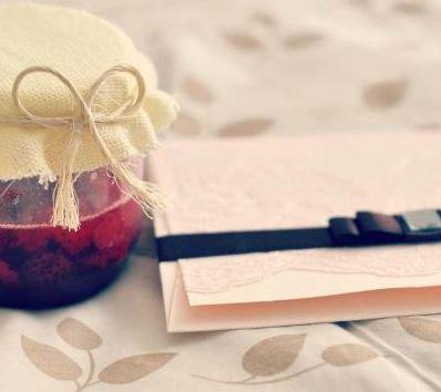 O convite de casamento com renda é sofisticado, mas muito simples de ser feito (Foto: Divulgação)
