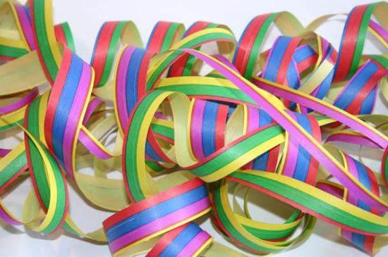Este artesanato com serpentina é ótima opção para os dias de folia do carnaval 2014 (Foto: Divulgação)