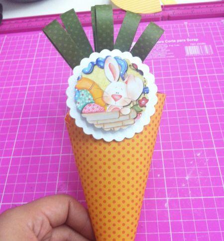 Este cone de páscoa é uma ótima ideia para a ocasião, e muito fácil de ser feita (Foto: Divulgação)