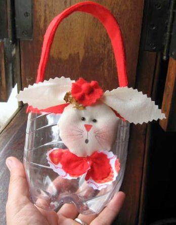 Esta lembrança de Páscoa de garrafa pet é muito fofa e muito simples de ser feita (Foto: Divulgação)