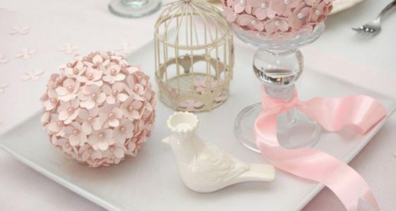 Estas bolas de isopor com flores são muito fáceis de serem feitas, e com certeza você não irá fazer apenas uma (Foto: Divulgação)