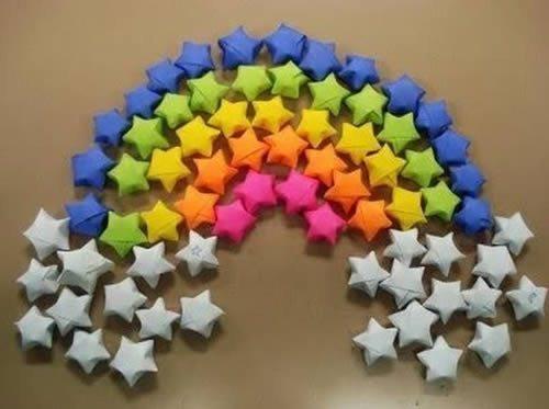 Faça estas estrelas de papel para decorar a sua festa ou o seu quarto (Foto: Divulgação)