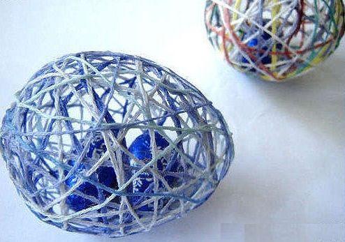 É muito fácil fazer este ovo de Páscoa com cordel, confira todo o passo a passo a seguir (Foto: Divulgação)