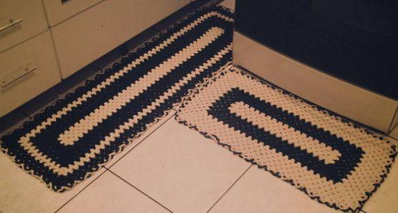 Os tapetes de crochê para cozinha preto e branco deixam o visual de sua cozinha muito mais sofisticado (Foto: Divulgação)