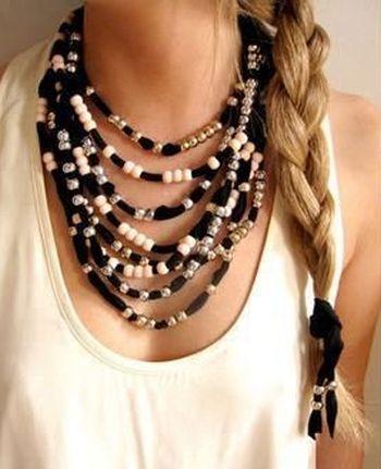 Este colar de tecido para dia das mães é sofisticado e perfeito para mães vaidosas (Foto: Divulgação)