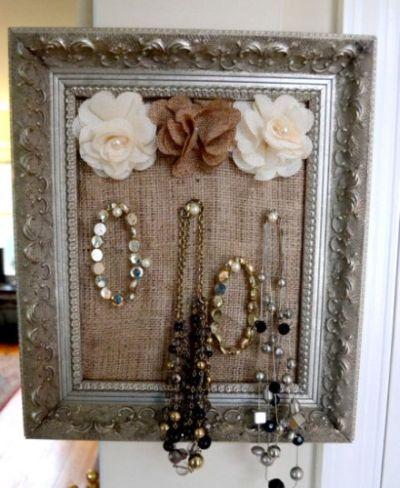 Este sofisticado display de joias para dia das mães é ótima opção de presente para outra data também (Foto: Divulgação)