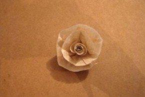 Estas flores com filtro de café são sofisticadas, e mesmo parecendo difíceis de serem feitas são muito fáceis (Foto: Divulgação)