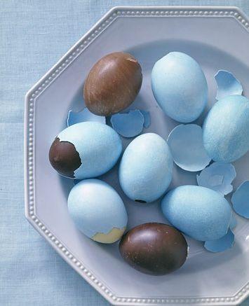 Este ovo de Páscoa na casca de ovo é muito fácil de ser feito, mesmo parecendo o contrário (Foto: Divulgação)