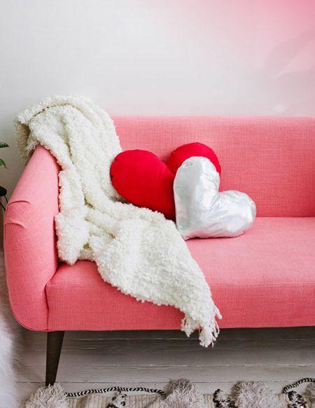 Esta almofada de coração para dia das mães é muito sofisticada, porém simples, fácil e rápida de ser feita (Foto: Divulgação)