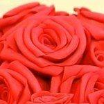 Estas rosas de EVA para dia das mães são sofisticadas, mas muito fáceis de serem confeccionadas (Foto: Divulgação)