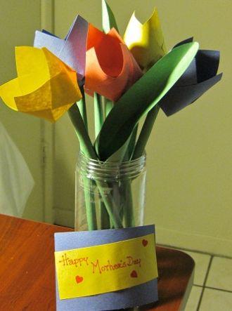 Esta tulipa de papel para dia das mães é ótima opção para fazer em escolas, como lembrancinha (Foto: Divulgação)