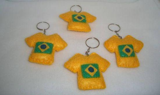 O artesanato em feltro para Copa do Mundo é uma ótima ideia para entrar no clima da Copa sem muitos esforços (Foto: Divulgação)