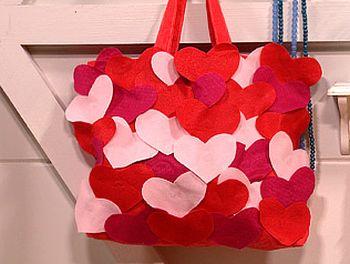 Esta linda bolsa de corações fará você receber muitos elogios e aplausos, pela beleza proporcionada para o seu look (Foto: Divulgação)