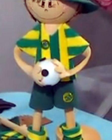 Faça este boneco da Copa em EVA e encante a todos, além de poder aumentar a sua renda (Foto: Divulgação)