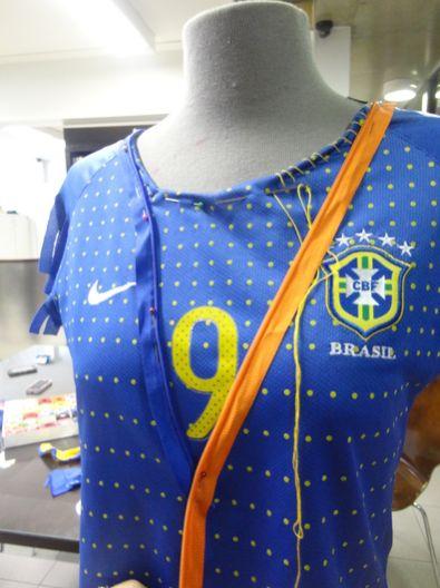 b8192310f0 Como Customizar Camisa para Copa Passo a Passo - Artesanato Passo a ...