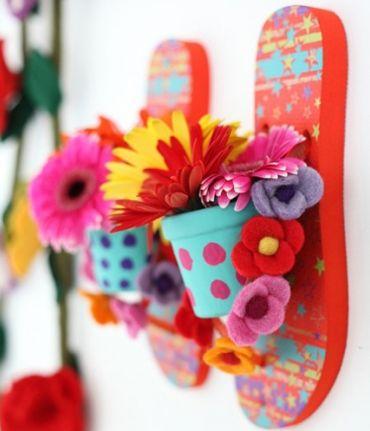 Este jardim vertical com vasos e chinelo irá decorar de forma primorosa a sua casa (Foto: Divulgação)