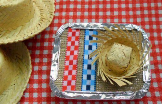 Esta marmitinha junina decorada parece difícil de ser feita, mas é bem fácil (Foto: Divulgação)