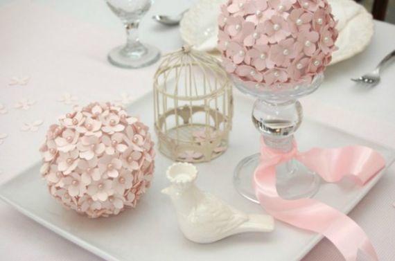 Faça este centro de mesa com flor de papel e receba muitos elogios e aplausos (Foto: Divulgação)