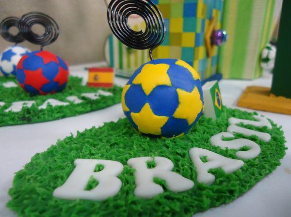 O artesanato em biscuit para Copa do Mundo pode ser bem diferente e ter aparência de confeccionado com outro material (Foto: Divulgação)