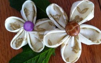 Faça estas flores kanzashi e aplique onde você quiser (Foto: Divulgação)