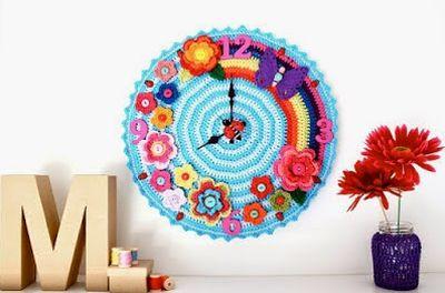 Este relógio de crochê alegrará o seu lar (Foto: Divulgação)