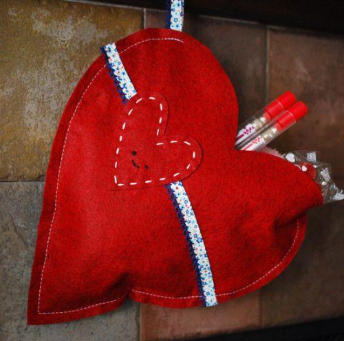 Esta sacola em forma de coração é muito fácil de ser feita e encanta a quem vê (Foto: Divulgação)