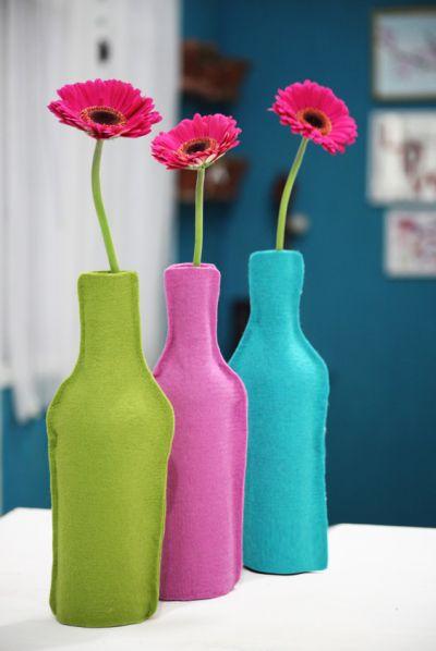 Faça estes vasos de garrafa de vinho para alegrar mais o seu dia a dia (Foto: casa.abril.com.br)