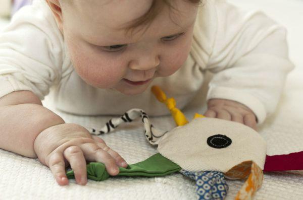 Faça este brinquedo para seu bebê e o deixe muito feliz (Foto: madebyjoel.com)
