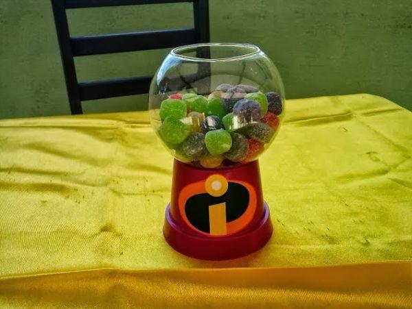 Este baleiro para festa infantil pode ser incorporado em qualquer tema de festa, apenas adéque as cores do baleiro às cores da decoração da festa (Foto: ehojevaiserumafesta.com)