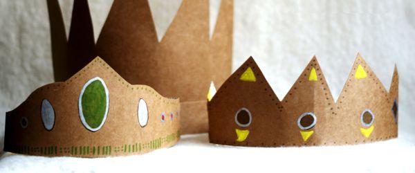 Esta coroa de papelão vai deixar a brincadeira de suas crianças e dos amiguinhos muito mais divertida (Foto: madebyjoel.com)
