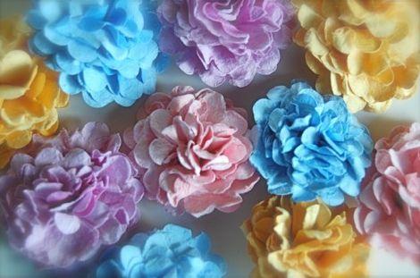 Esta flor de scrap é muito fácil de ser feita e pode ser usada nos mais diversos locais (Foto: prettypaperbook.com)