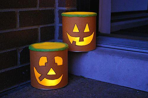 Esta lanterna de Halloween com vasilhas de leite vai animar muito mais a sua festa (Foto: merrimentdesign.com)